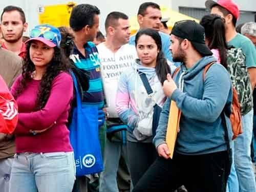 Al menos 8 mil vénzanlo entraron al Perú en su último día sin VISA