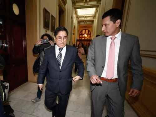 Congresistas apoyan investigación a diplomático que ayudo a Hinostroza.