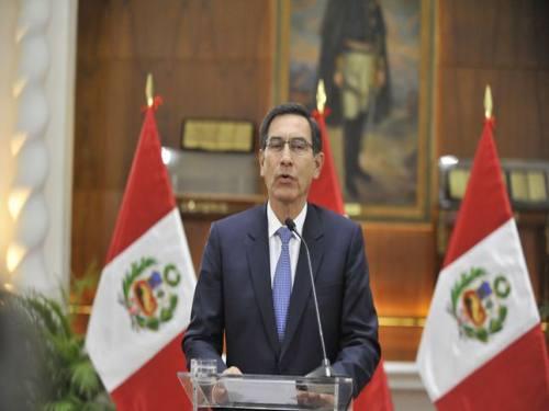 El presidente del Perú disuelve el congreso y llama  a elecciones